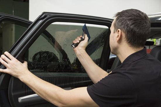 Проверка тонировки автомобильного стекла