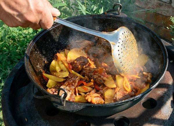 Особенности приготовления блюд в чугунной посуде